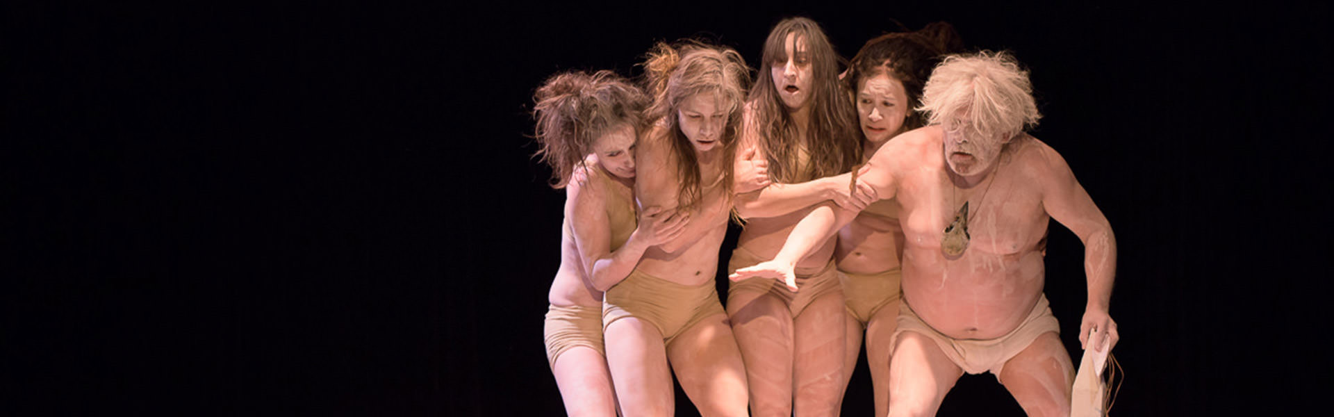On a warmly-lit stage, the partially naked performers in white make-up seem to be stuck to each other. From left to right:  Florence Brunet, Léonie St-Onge, Andréanne Joubert, Jalianne Li and Pierre Robitaille.