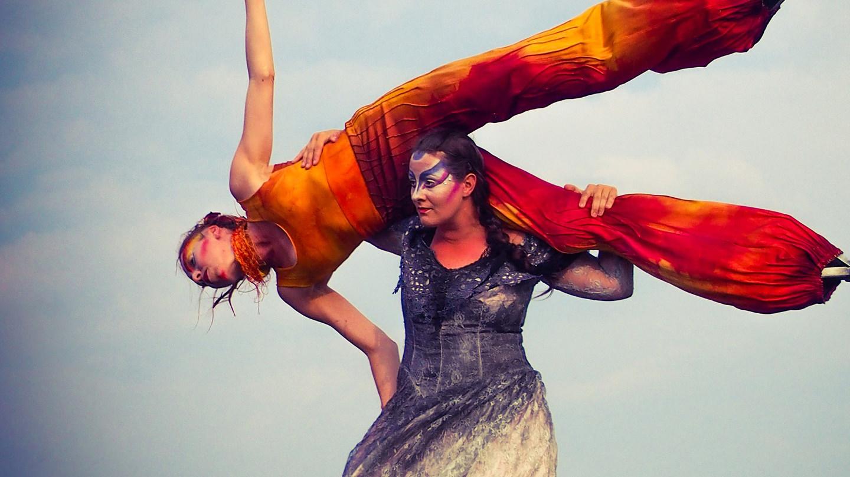 Les Robes de Sainte-Anne, co-production Co Julie Danse / Circus Stella - banner for Our commitments