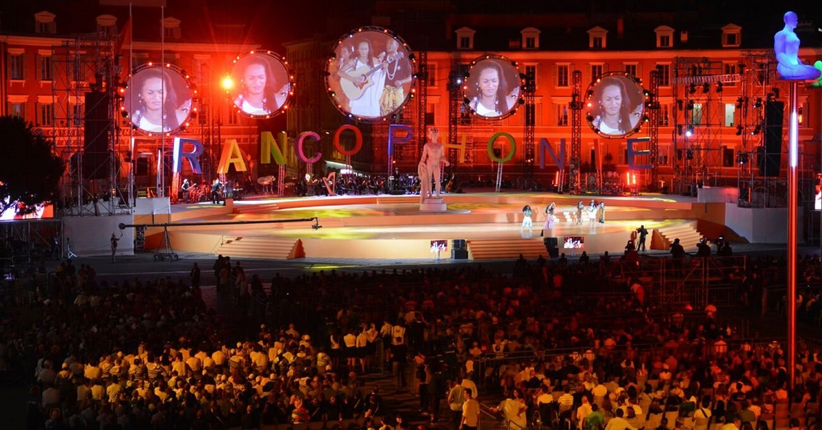 Performance in front of large crowd at the Jeux de la Francophonie
