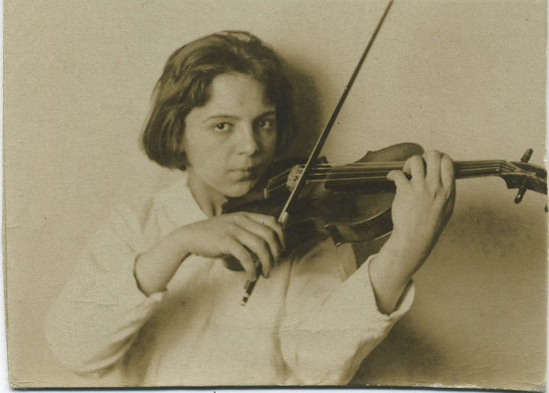 Black and white photo of Sonia Eckhardt-Gramatté as a child