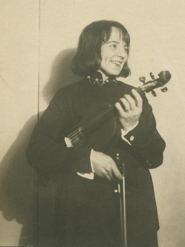 Black and white photo of Sonia Eckhardt-Gramatté taken in 1927